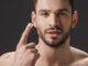 Homem No Espelho - Como usar hidratante e protetor solar